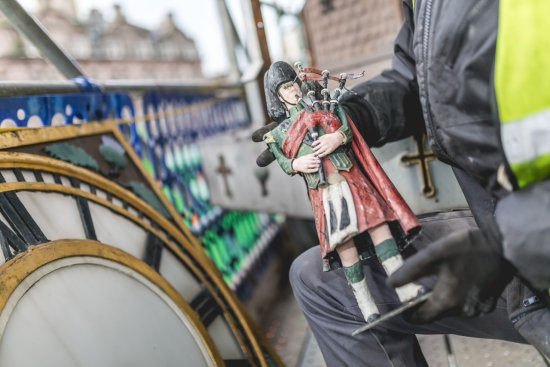 Binns clock highland figure.