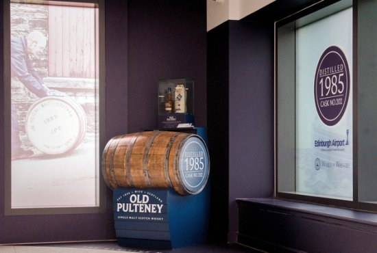 Old Pulteney 1985 Single Cask 32 year at Edinburgh Airport.